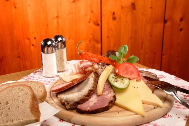 Kulinarik - Gloneralm, Skihütte in Flachauwinkl